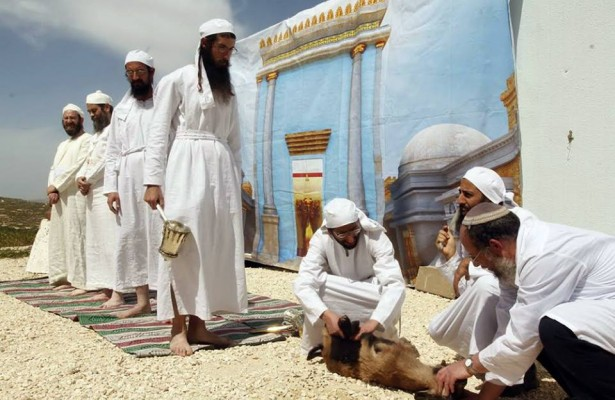 kohanim-temple-jerusalem-passover-sacrifice-3[1]